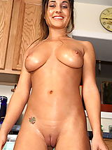 aubrey taylor 07 bottle fucking in kitchen
