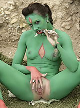 WoW nude lyrki green girls
